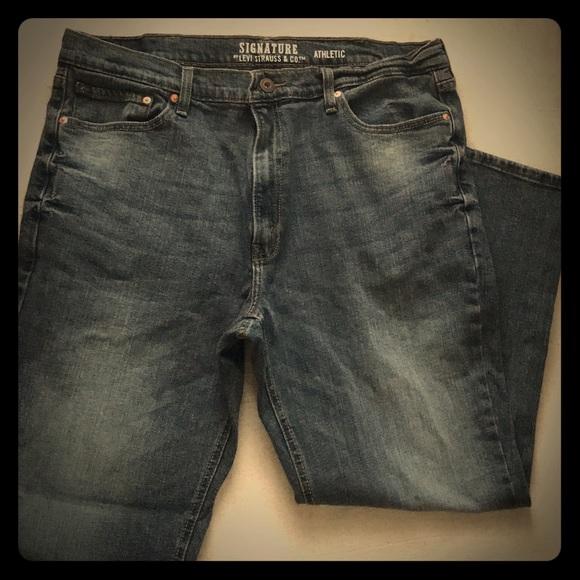 60d3bd22 Signature by Levi- Men's athletic fit Jeans. M_5ab1281c8290afb720a8da4e